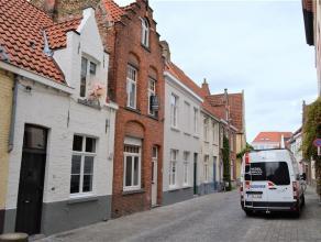 Smaakvol gerenoveerde stadswoning. Deze typisch Brugse woning bevindt zich in een rustige straat van kinderkopjes. Dankzij een heel grondige renovatie