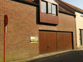 Ruime garagebox gelegen in een garagecomplex in het centrum van Brugge. Afmetingen : br: 2,70 m x l: 5,60Poort : h: 2,00 m x br: 2,30 m Oppervlakte :
