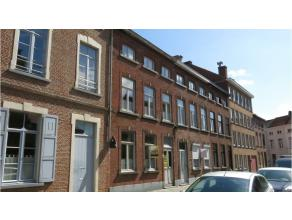 Zeer mooie studentenkamer gelegen in het hartje van Brugge dichtbij het station en het Astridpark. De budgetvriendelijke prijs maakt dit een topper on