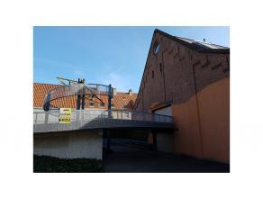 Zoekt u een veilige plaats om uw wagen te parkeren dan is deze garage met electrische poort en verlichting, goed gelegen aan de Komvest vlakbij de rin
