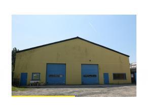 Ruime opslagplaats - magazijn goed gelegen in Ruddervoorde vlakvij de autosnelweg. Vlot bereikbaar !Bestaande uit een opslagplaats van +- 315 m²,