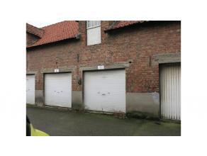Garage aan de rand van Brugge in Sint-Pieters, langs invalsweg naar het centrum van Brugge.Vrij vanaf 1 februari 2017