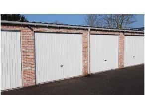Garagebox met goede ligging in garagecomplex in Assebroek.Afmetingen : Garage : breedte : 2,80 m x diepte : 5,98 m = 16,74 m²hoogte : 2.68 mPoort