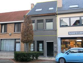 Dit recent duplex-appartement met ruim terras is centraal gelegen te Sint-Michiels, vlakbij het station, de expressweg en diverse winkels. De afwerkin