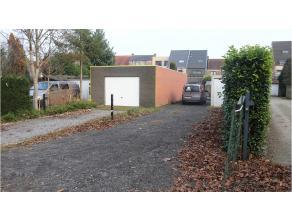 Autostandplaats te Sint-Michiels ter hoogte van rotonde aan de Koningin Astridlaan. Laat uw wagen niet in de kou staan en kies voor uw comfort, een ve