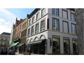 Dit uniek 1-slaapkamerappartement ligt in het hartje van Brugge op een steenworp van de grote Markt. De ideale woongelegenheid voor ieder die in alle