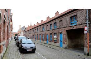 Ruime 3 slaapkamerwoning op een rustige en fijne woonplek in de stadskern van Brugge. Winkels, school, openbaar vervoer en station (1km) op wandelafst