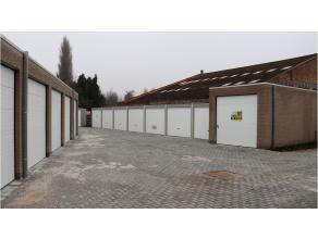 Ruime nieuwbouwgarage / opslagplaats met goede ligging in de Astridlaan te Assebroek.Garage / opslag met verlichting ( TL-lamp ) en stopcontacten sect