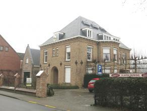 Degelijk en uniek 1-slaapkamerdakappartement, rustig gelegen in Sint-Kruis, net buiten het centrum van Brugge. Comfortabel en aangenaam wonen door z'n