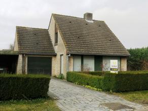 Deze ruime alleenstaande woning met garage en tuin is zeer rustig gelegen in een aangename residentiele woonwijk in Sint-Andries. Ideaal voor wie een