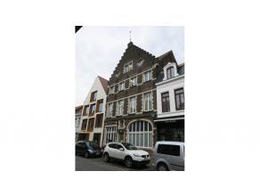 Jong en instapklaar appartement in het centrum van Brugge, op een 500 m van de Grote Markt. Dichtbij Ezelpoort, Graaf Visart-park, diverse winkels en