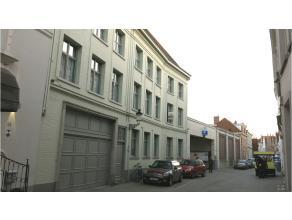 """Functioneel en ruim 3-slaapkamerappartement in de oudste kern van het centrum Brugge - residentie """"Bourgondisch hof"""". Lift aanwezig! Zeer rustige loca"""