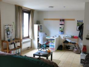 Ruime (43m²) gemeubelde studentenkamer met een eigen badkamer en keuken in het hartje van Brugge tussen de Burg, Markt en Koningin Astridpark. Pe