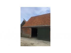 Opslagplaats +- 90m² tussen de expresweg Brugge, de Blauwe Toren en de Blankenbergse Dijk te Sint-Pieters. Stockage op een veilige plaats en tege
