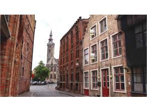 Veelzijdig en karaktervol horecapand met woonmogelijkheid met een uiterst commerciele ligging in het centrum van Brugge, vlakbij het Jan van Eyckplein