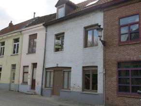 Deze charmante Brugse woning heeft een goede en rustige ligging in het centrum van Brugge. Het pand ligt op wandelafstand van 't Zand en de Markt en h