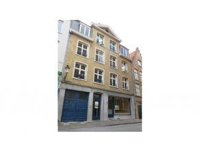 Hoogwaardig afgewerkt appartement met 2 kamers, terras en garagebox te Brugge. Vernieuwd met een jong en tijdloos karakter, kwaliteit keukentoestellen