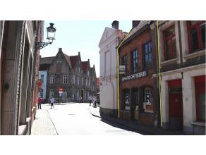 Horecazaak in het centrum van Brugge, vlakbij de Langestraat, de Predikherenrei en tussen diverse commerciële panden. Dit pand biedt u tal van mo