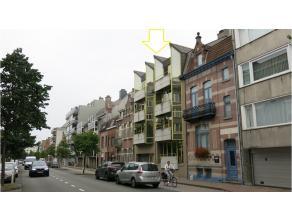 Een ruim dakappartement vlakbij het station en het centrum van Brugge te huur in Sint-Andries Brugge. Op 400m van de Smedenpoort bent u in geen tijd i
