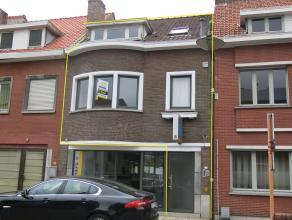 Dit gezellig duplexappartement met 3 kamers heeft een zeer praktische ligging te Sint-Michiels, vlakbij het station, expresweg, diverse winkels en sch