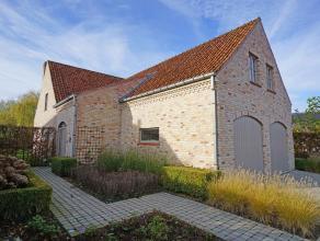 Instapklare villa met royale woonvolumes, op een rustige & residentiële ligging, nabij het centrum van Waardamme.De villa kenmerkt zich door