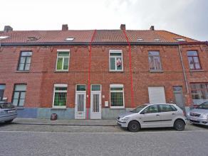De gerenoveerde stadswoning is gelegen nabij de vesten van Brugge. De woning geniet van een vlotte bereikbaarheid in en uit het centrum en is gelegen