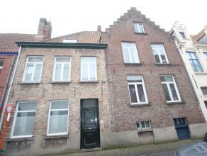 Centrum Brugge, vlakbij 't Pandreitje en Rozenhoedkaai<br /> Prachtig te moderniseren 19é eeuwse stadswoning met tuintje<br /> goed bewaarde au