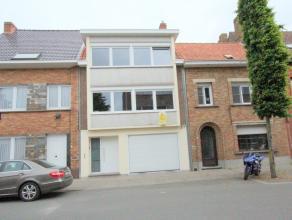 Brugge Sint-Kruis<br /> Uiterst verzorgde Bel-étage woning met grote tuin en garage van 40m2<br /> omvat: ruime inkomhall, bureautje, garage va