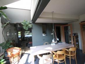 Sint-Kruis, rustige ligging<br /> Ruim instapklaar burgershuis, 3 slpks, tuin op het zuiden, aangenaam wonen !<br /> omvat:mooie brede hall, living va