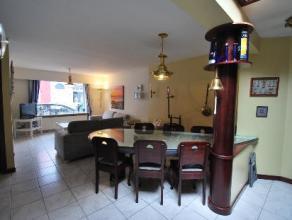 Fantastisch ruime woning met 4 slaapkamers en garage op 100 m van het strand! Indeling :gezellige ruime living met open ingerichte keuken met oven, ko