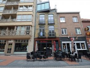 Ruim en volledig vernieuwd duplex-appartement gelegen in een zijstraat van de Zeedijk. Dit app. met 2 ruime slaapkamers en binnenkoer ligt op de eerst