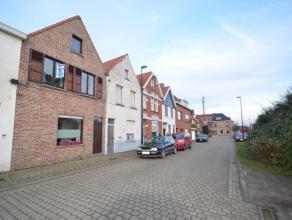Deze gezellige woning in het centrum van Maldegem, doch zeer rustig (doodlopende straat), is voorzien van alle modern comfort. Centrale verwarming op