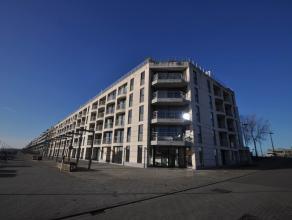 Gelegen in een recent gebouw met open zicht op de Rederskaai/jachthaven - volledig zuidgerichte woonkamer uitgevend op mooi zonneterras - open ingeric