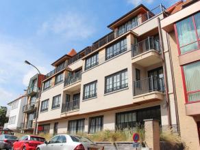 Nabij de Lippenslaan in het centrum van Knokke vindt u dit recent; zongericht appartement met 2 slaapkamers en 2 terrassen. Indeling: inkomhal met toi