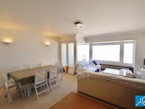 GEMEUBELD. Een typisch vakantie-appartement op de Zeedijk met 2 slaapkamers . ideaal voor een familieverblijf aan zee . Goed gelegen op het Albertstra