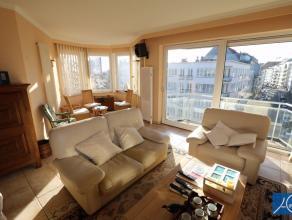 Ongemeubeld. Heel aangenaam appartement met 2 slaapkamers , open zicht en zijdelings zicht naar zee toe. Supergelegen op 2 stappen van het Rubensplein