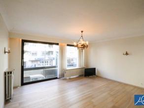 ONGEMEUBELD. Mooi gerenoveerd appartement op de Lippenslaan met 2 slaapkamers . Ideaal gelegen om de gezellige wandelpassage te aanschouwen in het mid