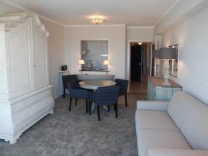 Gerenoveerd appartement op een 3e verdieping op de zeedijk op het Rubensplein met 1 slaapkamer, ingerichte keuken, zonneterras achteraan, prachtig zee