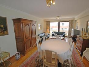 Appartement met zeezicht, zuidgericht : woonkamer met balkon, open keuken, 2 slaapkamers, badkamer, afzonderlijk toilet, private kelder, fietsenbergin