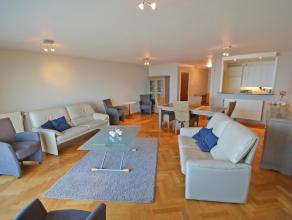Appartement met frontaal zeezicht, 6m gevelbreedte, terras, open keuken volledig ingericht, 3 slaapkamers, badkamer, douche, afzonderlijk toilet, terr