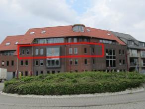 Dit subliem hoekappartement van 192 m2 is gelegen pal in het centrum van Sint-Kruis met een prachtig uitzicht op het omliggende stadsgroen.Het situeer