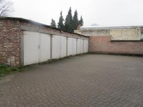 Deze garagebox (14) heeft een betonnen vloer en is beschikbaar vanaf 1 maart 2017.