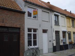 Deze woning is gelegen in het centrum van de stad Brugge, rustig gelegen nabij de Reitjes.<br /> De woning werd volledig gerenoveerd! Bestaande uit ee
