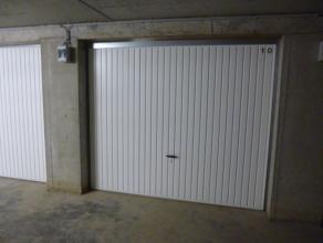 Garagebox met kantelpoort in recent garagecomplex. Vrij vanaf 1 augustus 2017.