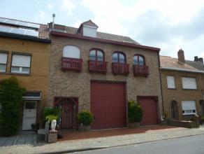 Deze recente woning is gelegen op de grens van Sint-Kruis en Assebroek. Deze functionele woning is op het gelijkvloers voorzien van een ruime polyvale