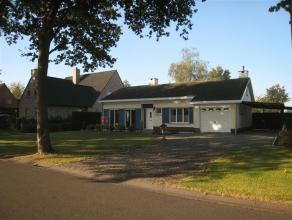 Perfect onderhouden grotendeels gerenoveerde woning gelegen op toplocatie te Sint-Kruis. De mooie volledig aangelegde tuin is volledig zuid gericht en