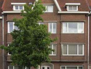 Mooi gerenoveerd instapklaar appartement met zonnig terras TE HUUR. Kleinschalig gebouw op centrale ligging vlakbij t Zand in de nabijheid van winkels
