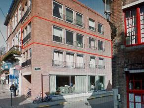 Appartement gelegen in het stadscentum van Brugge, op 2de verdieping, best. uit een inkom met wc, ingerichte keuken, berging, living (33 m²), 2 s