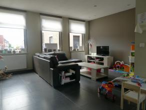 VANAFPRIJS. Bieden kan vanaf euro235.000 . Lichtrijke, gerenoveerde gezinswoning te Dudzele.Indeling:Gelijkvloers: Inkomhal, lichtrijke leefruimte met