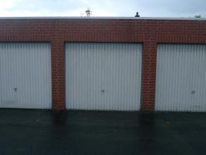 Garage met manuele kantelpoort.Gelegen in garagecomplex nabij Raadsherenlaan, rustig gelegen. Afzonderlijke toegang naar en van het garagecomplexVrage